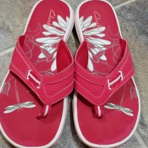 Clarks pink thong sandals sz 8